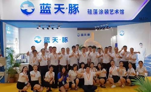 签单220家!万余访客参观考察,蓝天豚硅藻泥闪耀2018广州建博会!
