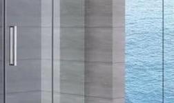淋浴房玻璃屡屡爆 裂,商家:钢化玻璃有3‰自爆率