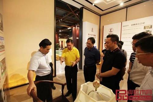 湖南省郴州市、桂阳县领导一行莅临国寿红木参观考察