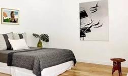 卧室铺地板 选实木地板准没错!
