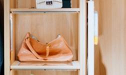 大自然木门衣柜定制:打造高颜值的收纳空间