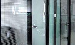 玻璃隔斷的安裝操作工藝 玻璃有哪些施工安裝方法