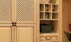 選擇質量好的實木衣柜有哪些方法?