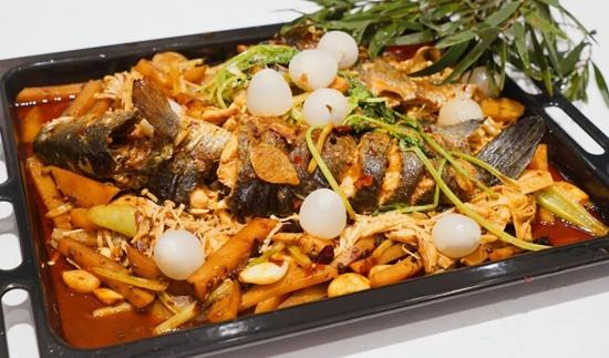 佳歌蒸烤消一體集成灶自制家庭烤魚,盡享生活之美!