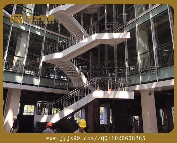 虹桥宝业中心钢结构楼梯木饰面项目完工验收