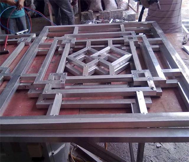 厂家直销木纹铝窗花-仿木纹铝窗花价格优惠