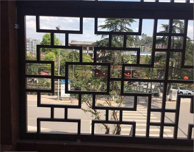 江西省于都县街道改造仿古铝窗花\仿木纹铝花格\铝合金挂落