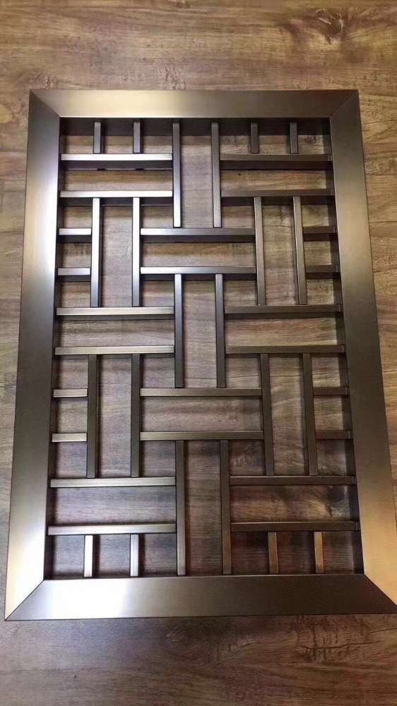 复古造型木纹铝窗花格-木纹铝合金窗格定制