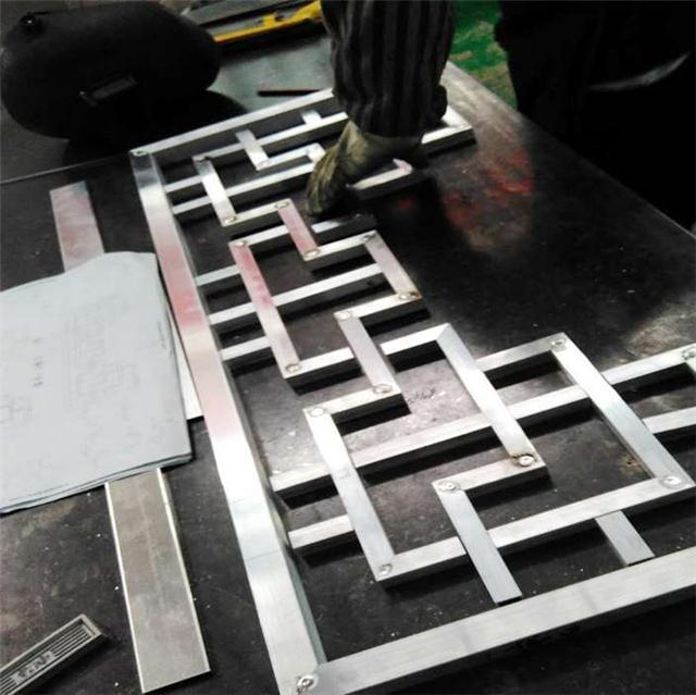 铝合金窗花定制生产厂家_优质仿木纹铝窗花批发供应商
