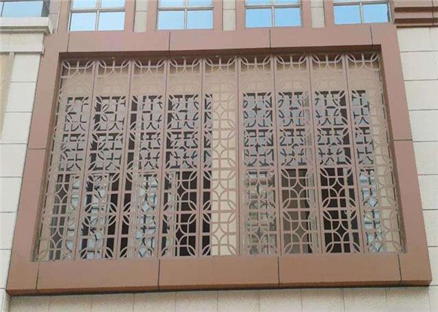 湖南永州沿街立面改造仿木纹铝花格\防盗铝窗花
