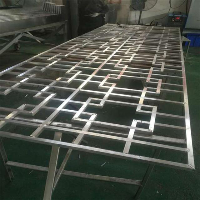 潍坊市铝窗花 铝管铝窗花 街道改造仿木纹铝窗花 铝合金窗