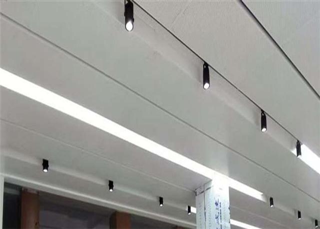 专业定制东风启辰专营店白色微孔天花板\门头镀锌钢板厂家