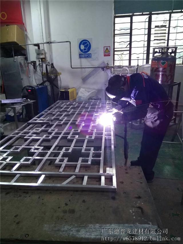 江西仿木纹铝窗花 铝合金艺术窗花 高端仿古装饰材料 厂家直供