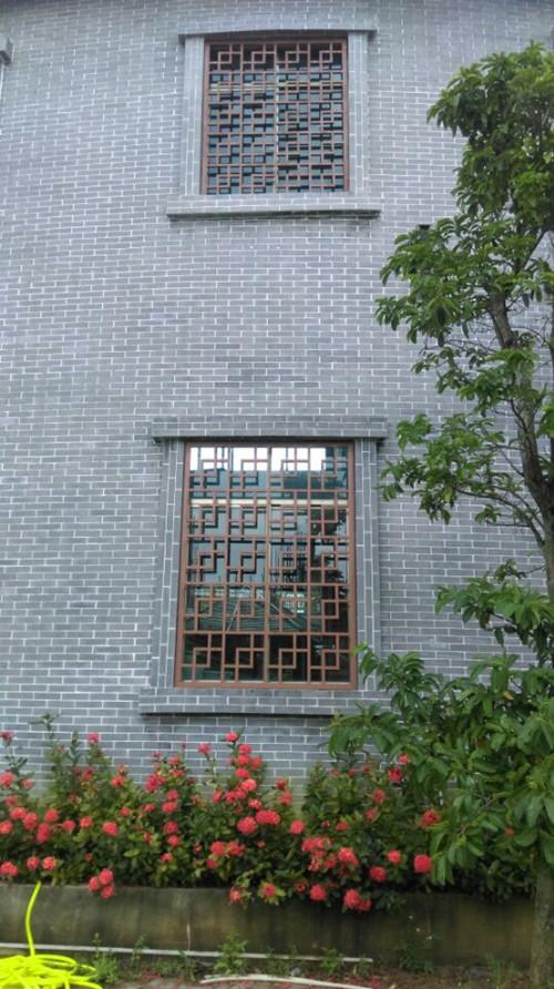 木纹复古街道铝窗花-花格价格厂家定制设计各种花式
