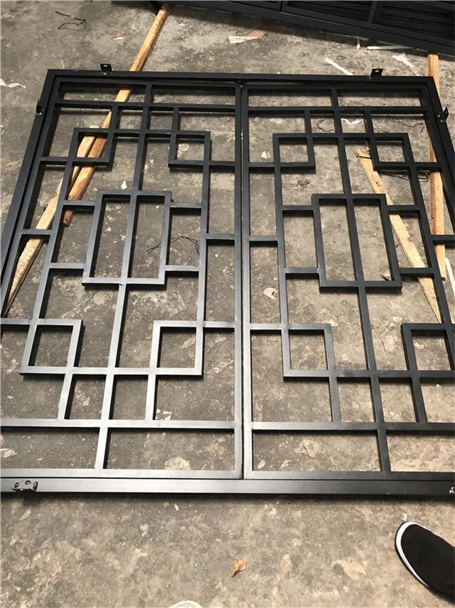 江西石城县街道改造仿木铝合金窗花格定制供应厂家