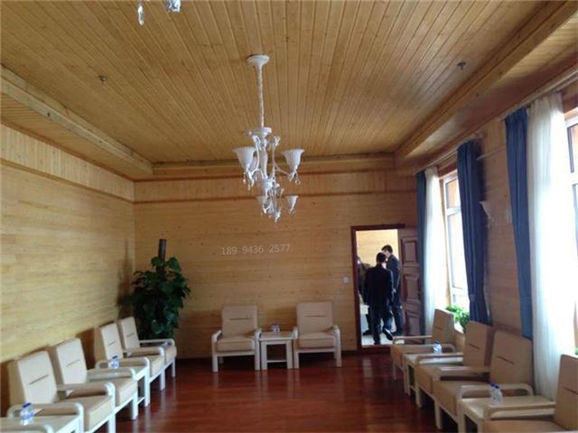 云杉桑拿板的用途有:室内吊顶,内墙装修,卧室,客厅,阳台,桑拿房等.