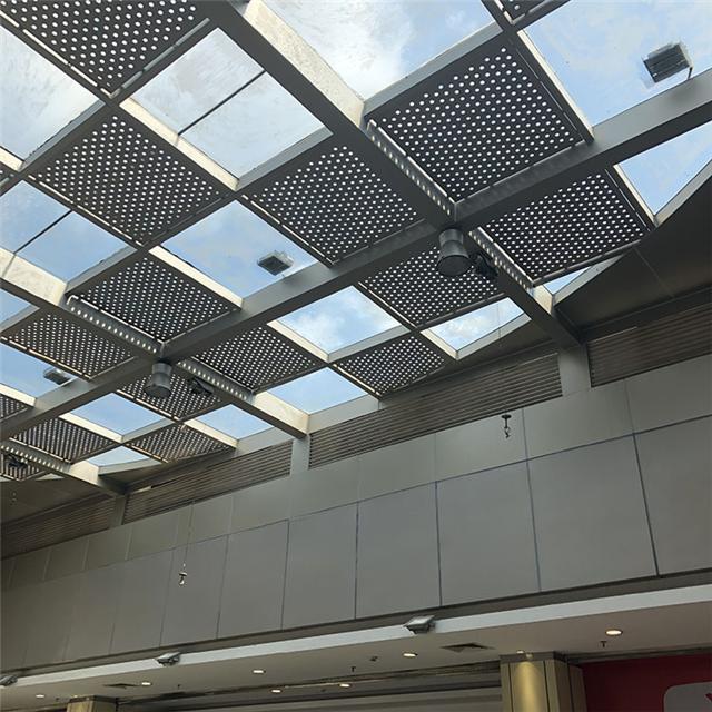 万达广场中庭吊顶铝单板  白色穿孔铝单板 材料冲孔铝单板