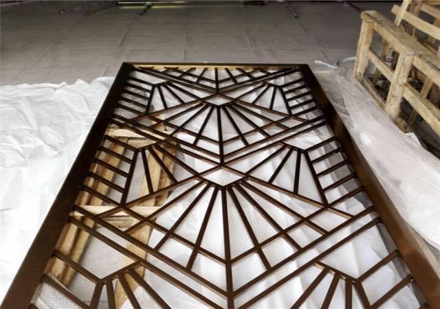 各種酒店定制仿古木紋鋁花格 復古鋁窗花造型