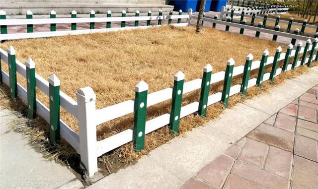 乡村美化pvc草坪护栏直销,乡村美化pvc草坪护栏厂家批发