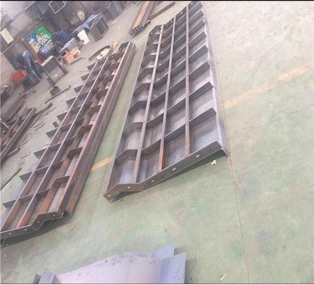 翰轩模具厂专业制作防撞墙模具