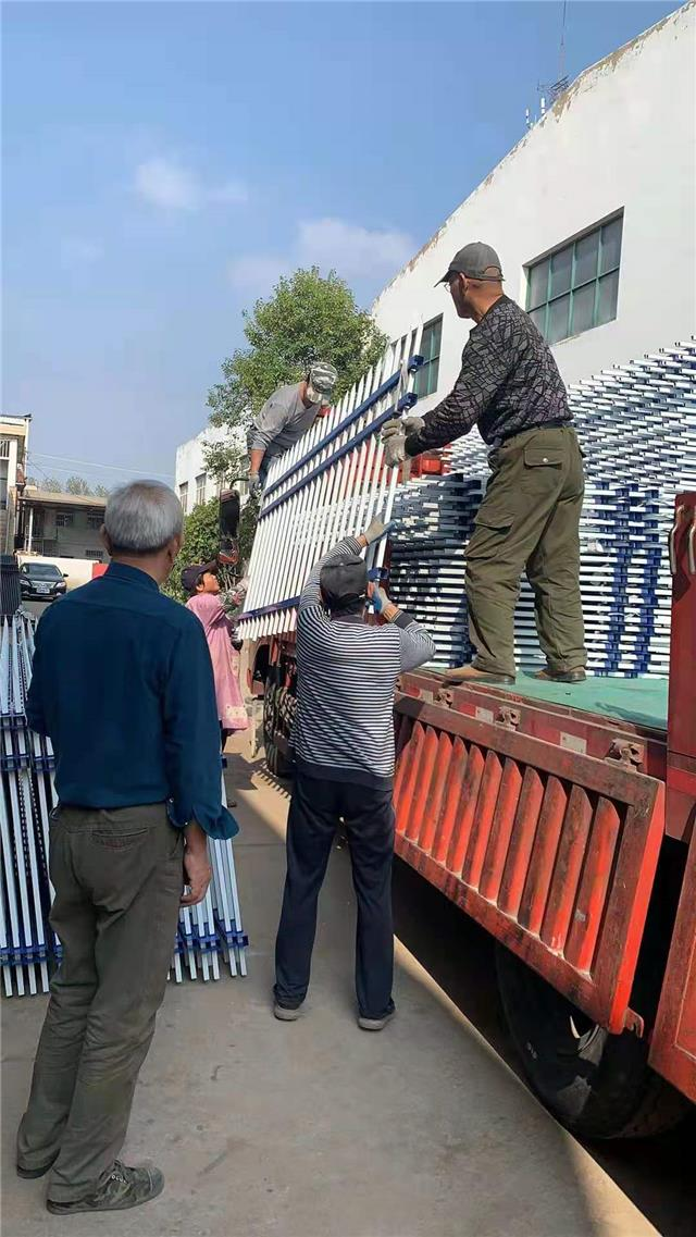 供应常熟锌钢楼梯扶手厂家  定制每道工序不怠慢