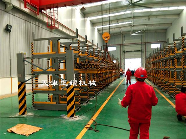 手摇伸缩悬臂式管材货架吊车存放单人使用方便快捷节省整齐