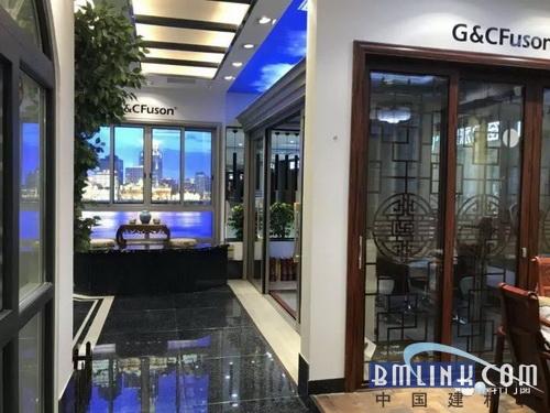 门店空间设计含蓄内敛,凸显出富轩产品的高端品质,极富张力.