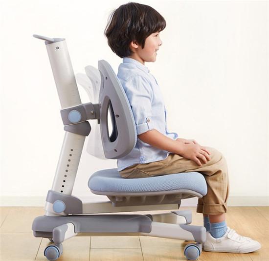 除了舒适还能正姿、护眼,光明园迪桌椅套装受家长青睐
