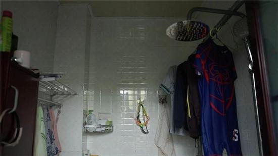 《秘密大改造》第2期 | 致敬抗疫英雄,德立淋浴房助力打造书香之家