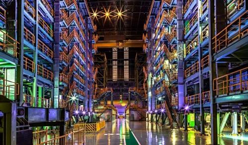 中国钢铁业引领者点亮激光光源大屏 宝钢股份集中管控大屏幕显控系统顺利运行获得好评