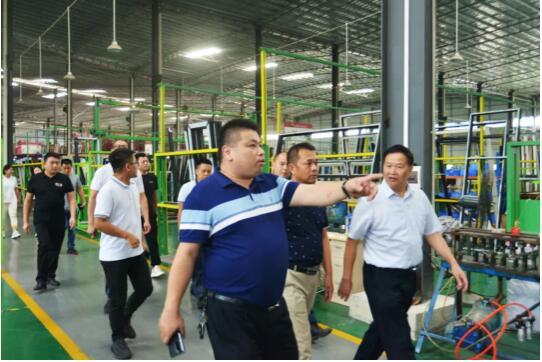热烈欢迎丨广西梧州循环经济产业园区领导一行莅临冠豪门窗参观指导