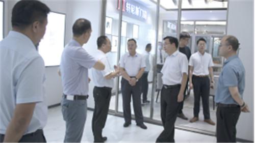 标杆引力,致敬智造|轩尼斯门窗热烈欢迎肇庆市委及高要区委领导莅临参观指导!
