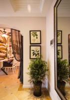 入户门隔断造型图片 隔断颜色与家具颜色的问题