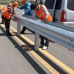 直销镀锌钢高速公路防撞护栏板 镀锌波形建筑喷塑防护栏