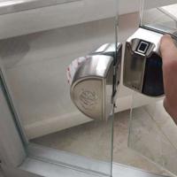 供应西安玻璃狗玻璃门指纹锁双门免开孔密码锁电子锁