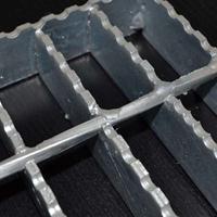 出售热镀锌齿形钢格板产品耐腐蚀性好