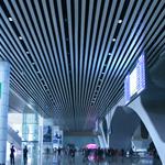 广州南站高铁站候车厅装饰铝方通 高铁站室内装饰铝方通吊顶