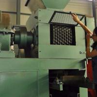 镍矿粉压球机生产原理与设备构造详解