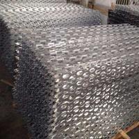 氟碳银灰长城铝板_雕刻六角孔铝单板价格多少钱?