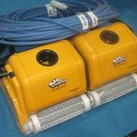 泳池清洁设备海豚2*2全自动双体吸污机