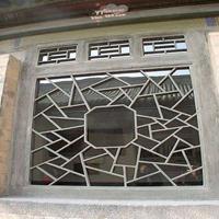 中式仿古木纹铝窗花 铝屏风。铝花格厂家