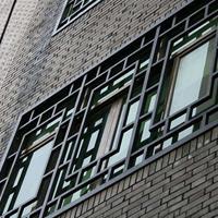 辽宁省锦州街道改造仿木纹铝窗花_防盗铝花格窗厂家