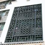 浙江衢州市街道改造仿古木纹铝窗花厂家,铝合金花格/铝屏风定制