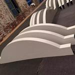 定制广告牌弧形木纹色铝方通幕墙_门头室内造型氟碳弧形方通