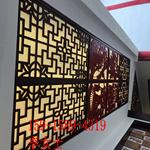 中式风格木纹铝花格和现代简约风格仿古铝花窗融合在一起