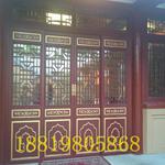 定制贵州梵净山养老度假装饰仿木纹铝花格子窗/仿木色铝花格窗