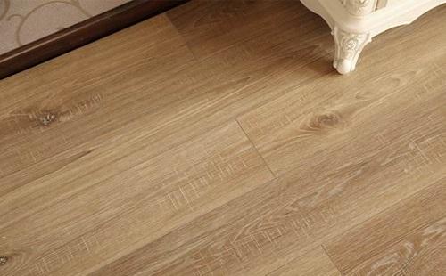 木地板和瓷砖怎么衔接 地板多少块一平方米
