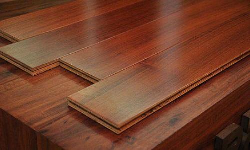 卧室用地板还是瓷砖好 卧室铺地板好吗