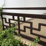 木色铝窗花 过道铝合金花格护栏 铝围栏花格