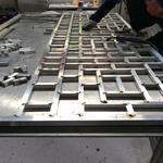 德普龙定制供应仿木纹铝花格窗-仿石纹铝合金花格窗装饰外墙隔断